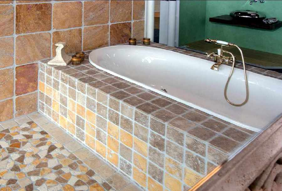 Fußboden Fliesen Mosaik ~ Mosaik fußboden frau detail beine streifen hose pumpen steht